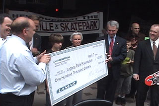 Lamar donates $100,000 to the knoxville skatepark